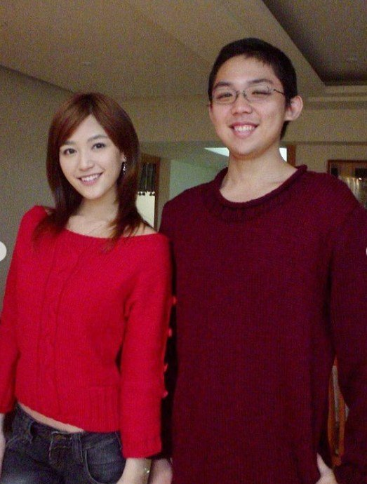 王怡仁和弟弟兩人姊弟情深。圖/摘自IG
