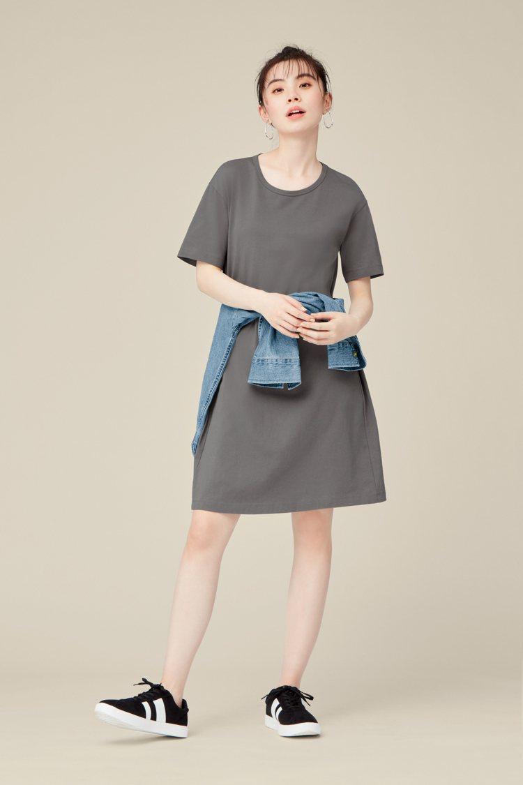 GU春夏新品女裝部分以「One Piece連身裙」為主打,特別推出裙長縮短、加寬...