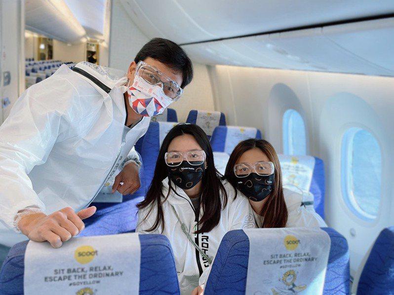 詹家姊妹和盧彥勳(左一)啟程澳洲準備澳網。圖/劉雪貞提供