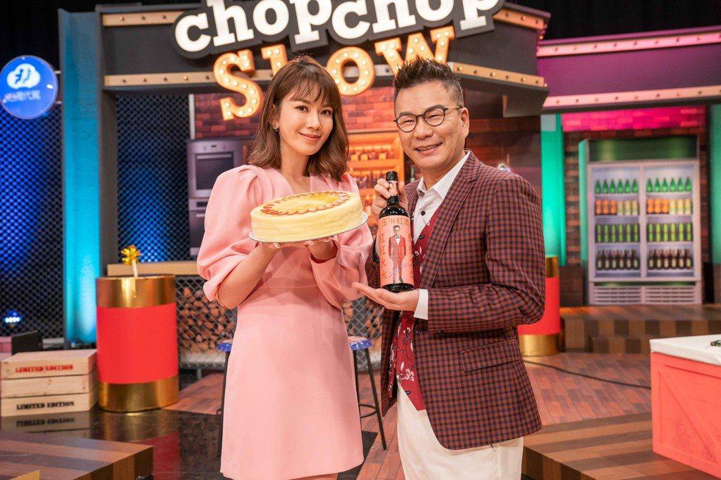 沈玉琳送上送上貴婦蛋糕跟特製紅酒。圖/TVBS提供