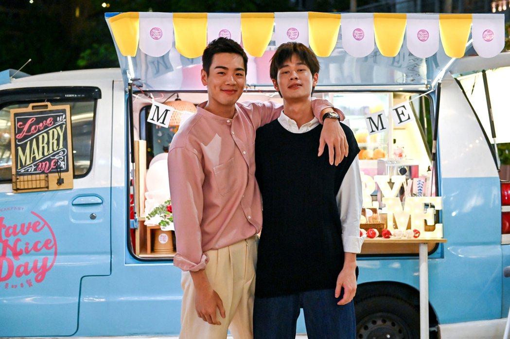 夏騰宏(右)和禾浩辰合作「未來媽媽」。圖/三立提供