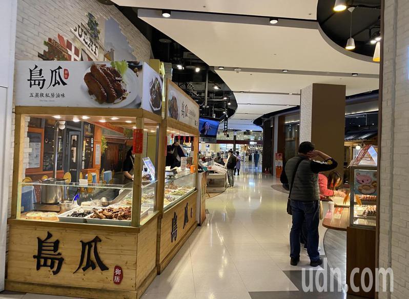 大江購物中心傳染疫個案造訪,今天人潮未受影響。記者高宇震/攝影