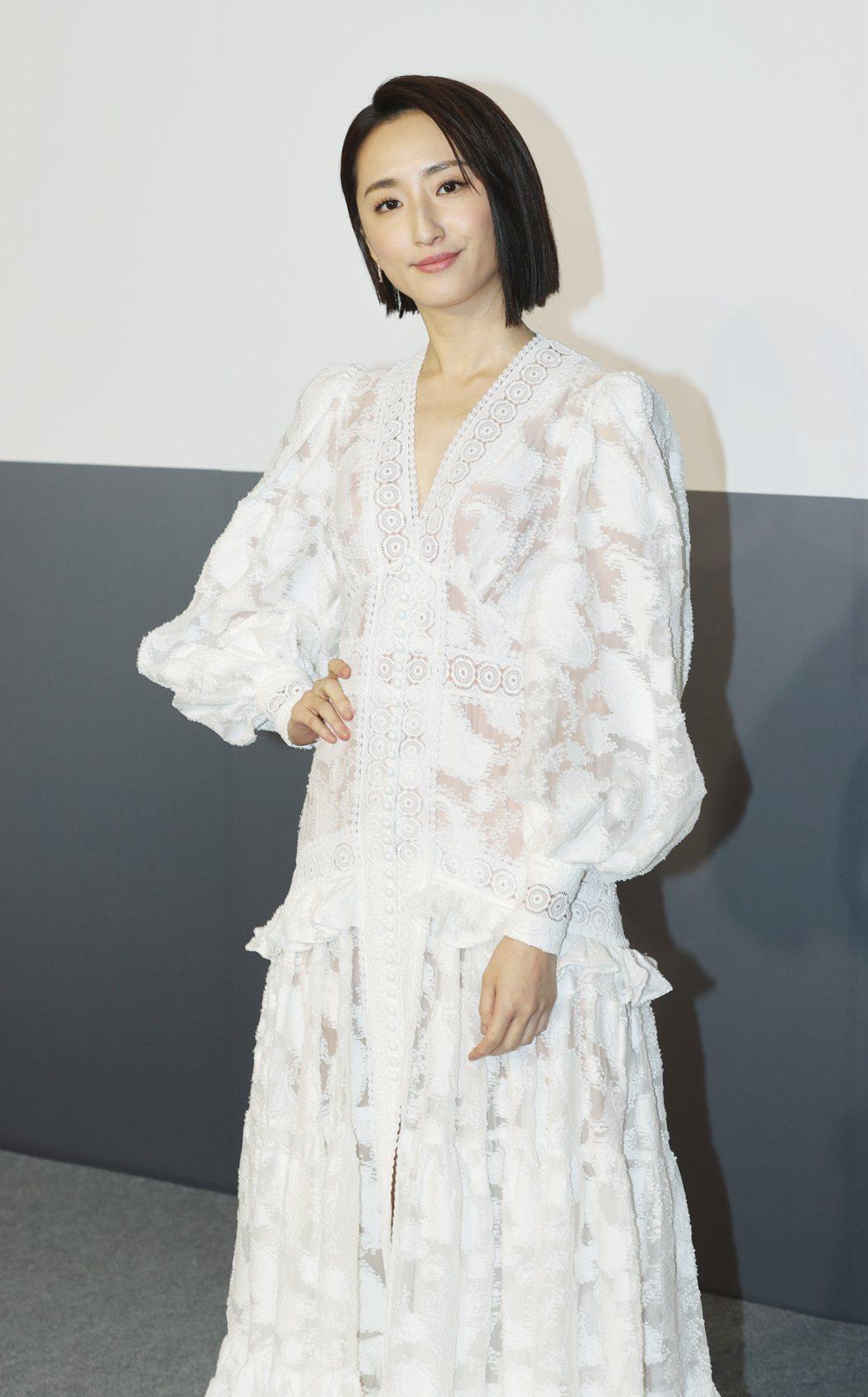 柯佳嬿一席簍空女神裝,出席保養飲品活動。記者陳正興/攝影
