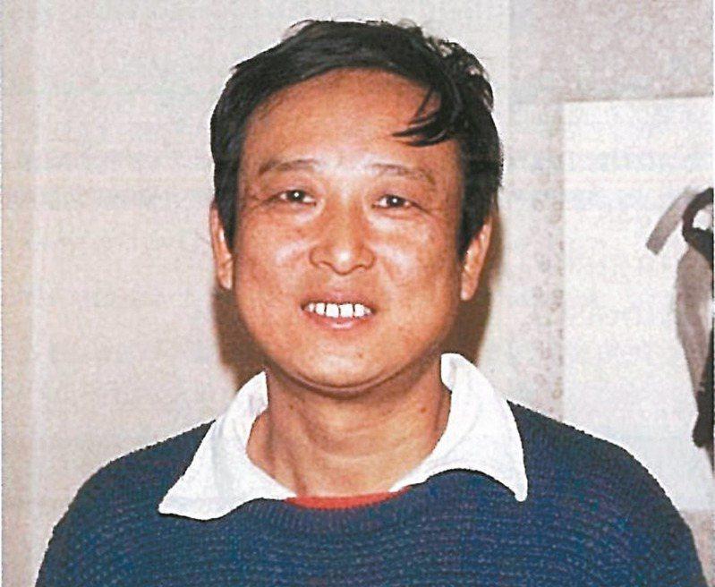 1987年,正在撰寫《靈山》的高行健。(圖/林載爵提供)