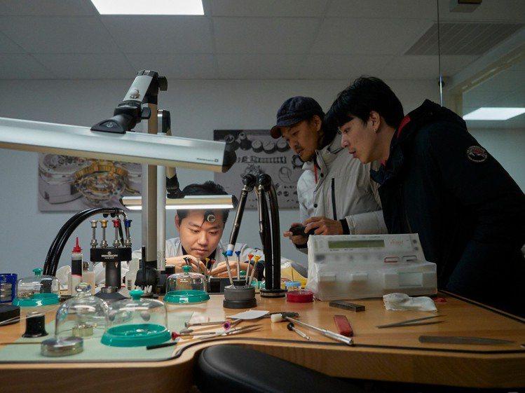 表款改裝前,先委請台灣鐘表學院將表款專業拆解。圖 / Bright.Cut提供。