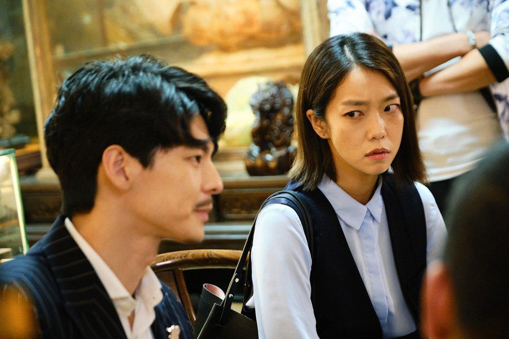 李霈瑜(右)劇中找上門向討債公司理論。圖/公視提供