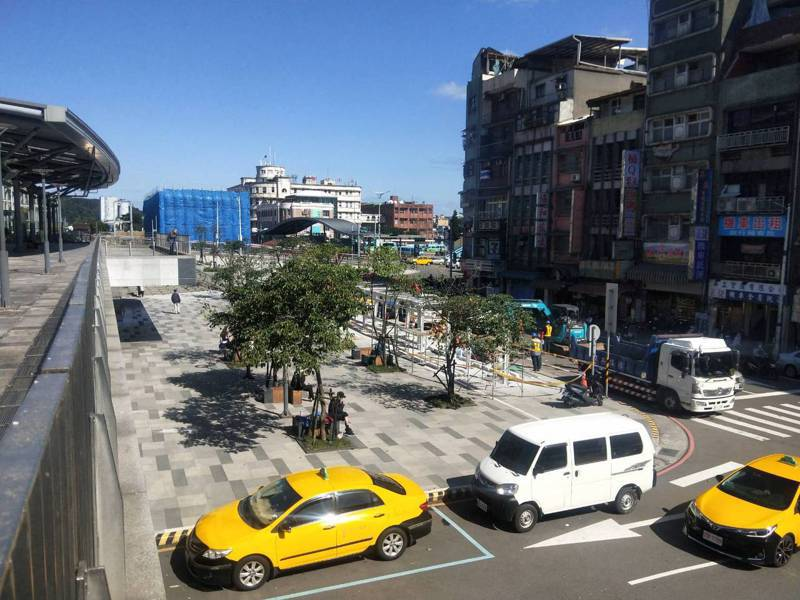 基隆市公車近半路線將調整,發車地改到基隆火車站南站前孝四路。記者游明煌/攝影