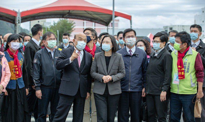 行政院長蘇貞昌上任滿2周年,蔡英文總統在臉書上感謝蘇的辛勞。圖/取自蔡英文臉書
