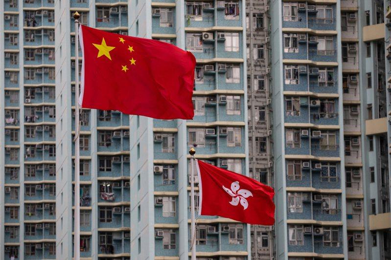 美國政府15日就香港警方逮捕數十名泛民主派人士,新增制裁6名中國及香港官員,港府今天對此表示憤怒,並強調無懼威嚇。圖/歐新社資料照
