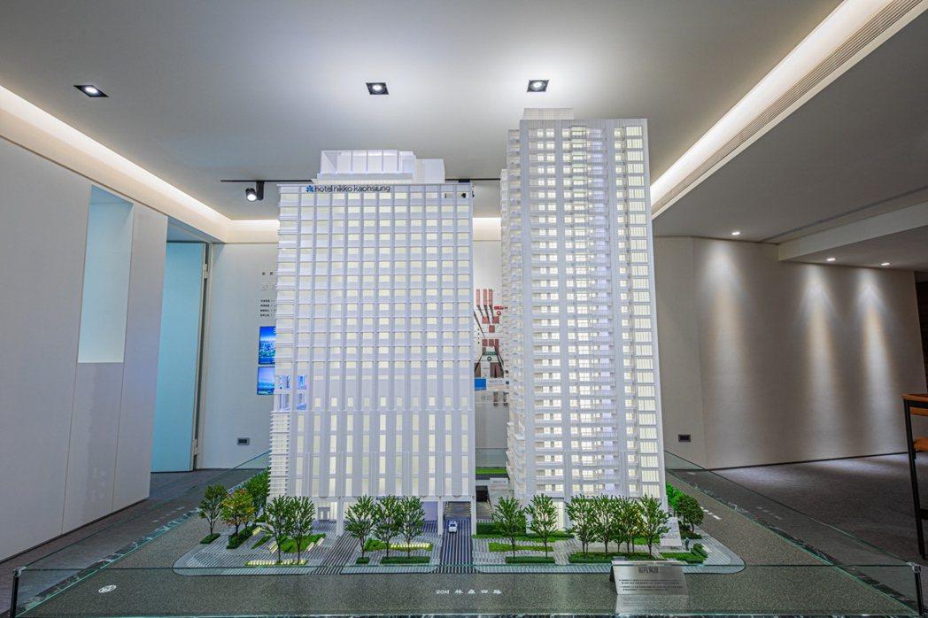 「和陸寓邸」在8樓處特別規畫了一座空橋,與高雄日航酒店相通,每戶可享有飯店設施。...