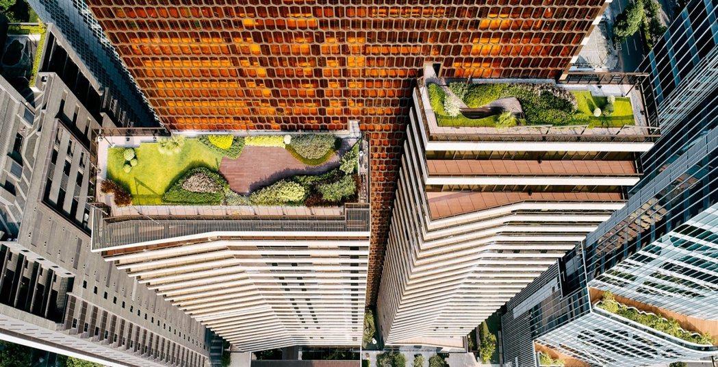 大陸建設於各大城市核心鑄造令人為之一亮的國際建築指標,成功樹立精品好宅新標竿。圖...