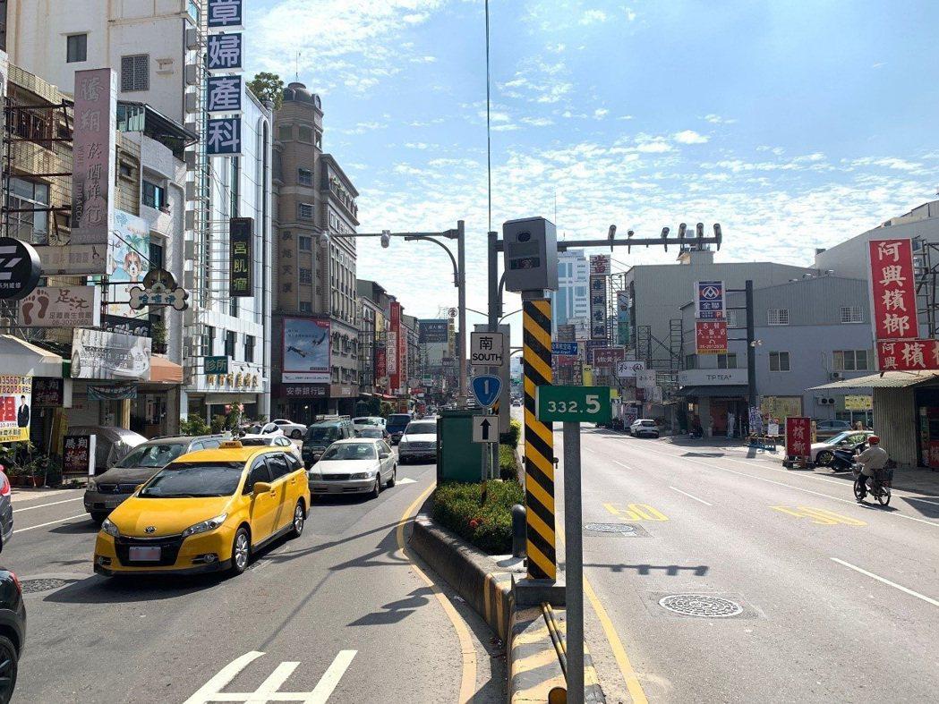 路口多功能交通違規科技執法系統,取締項目闖紅燈、紅燈越線、超速、路口未保持淨空、...