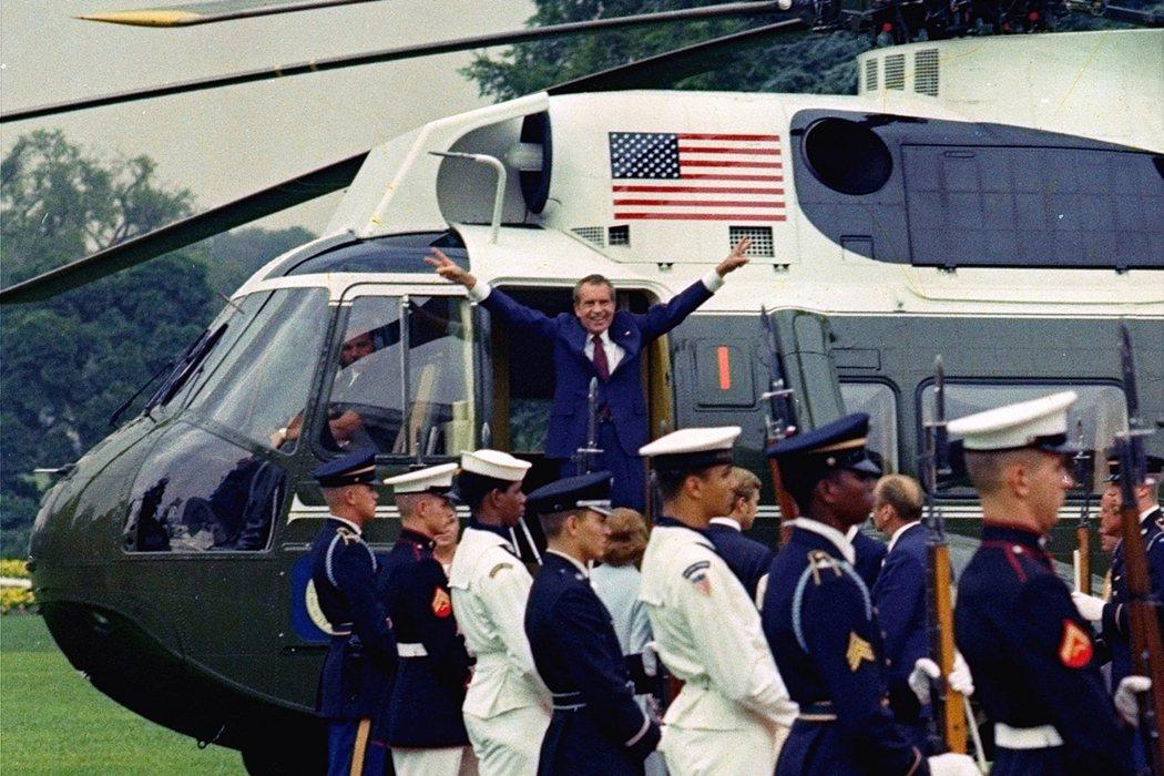 圖為1979年8月9日,身陷「水門案」醜聞而即將遭遇國會彈劾的尼克森總統,在最後...