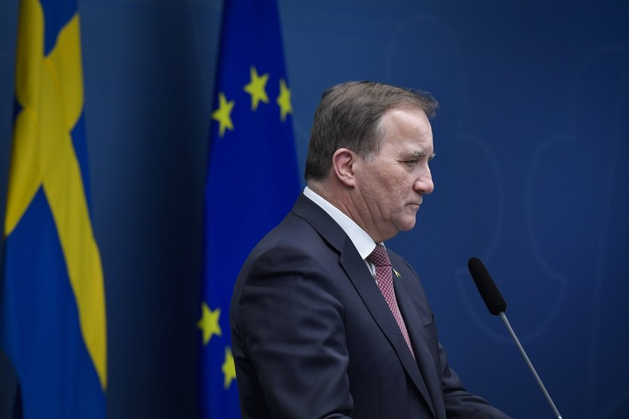 瑞典首相Stefan Löfven在聖誕節前夕的記者會上,第一次呼籲大家戴上口罩。 圖/美聯社
