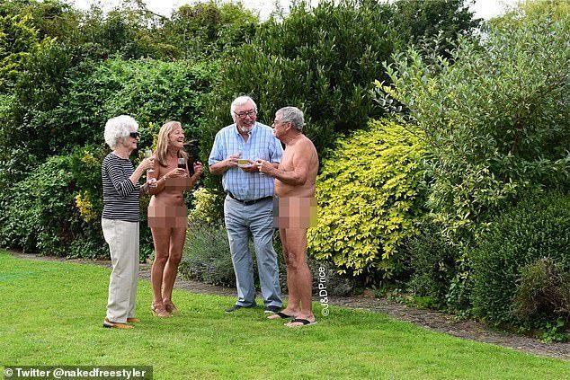 英國ㄧ對夫婦崇尚自然主義,享受全裸帶來的自由感,所以他們不論是外出找朋友或在家裡都全裸。 圖擷自唐娜(Donna Price)推特