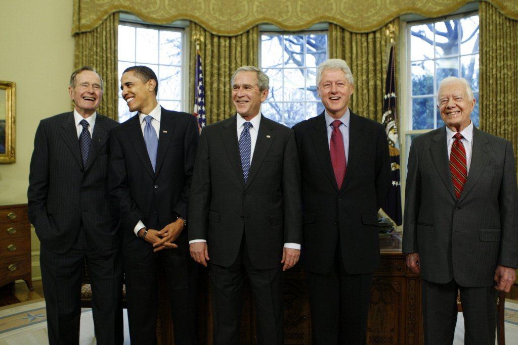 美國近年歷任總統老布希(左起)、歐巴馬、小布希、柯林頓、卡特。攝於2009年。 圖/美聯社