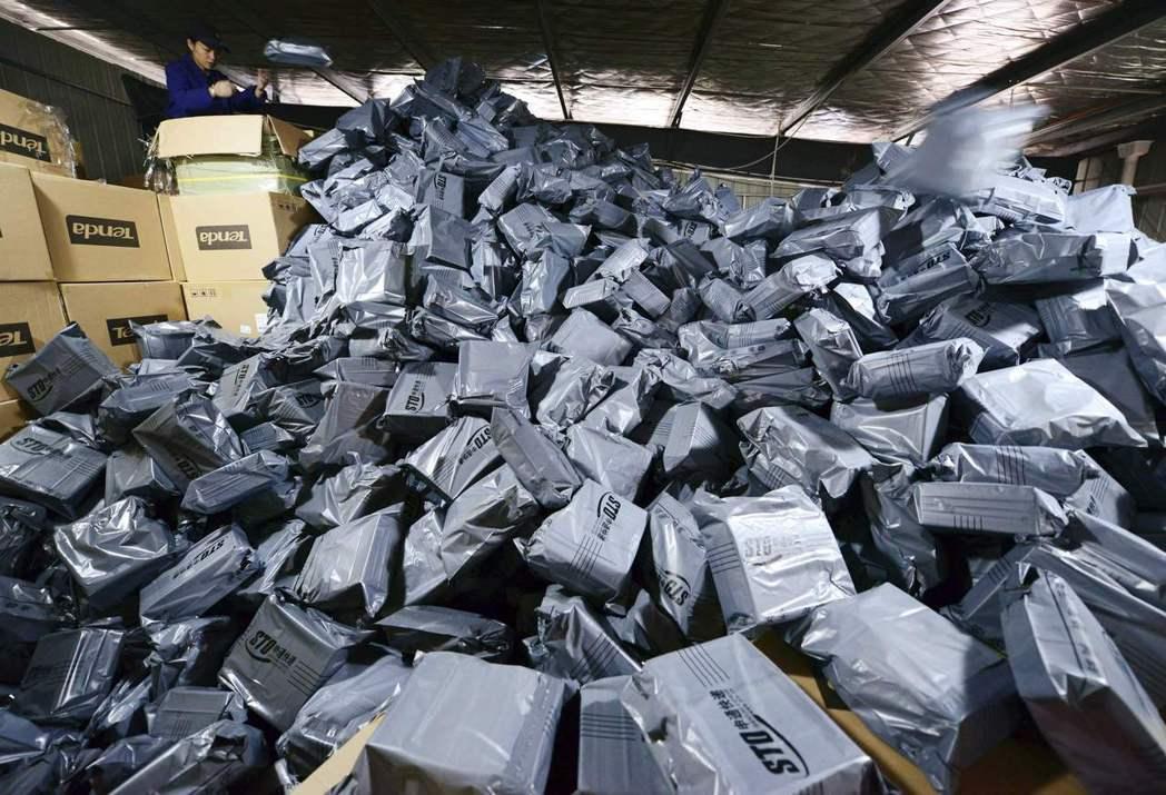 每年的雙11都是中國電商的重頭戲,大量的包裹等著被送到全國各地。 圖/路透社 ...
