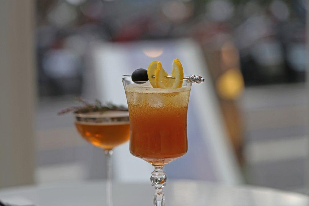 十間茶屋選用榮獲英國Great Taste得獎星級的茶葉為基底,設計出2款茶調酒...