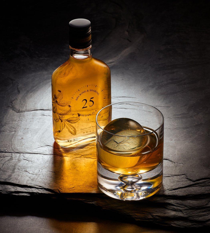 威士忌瓶冷泡茶——貴妃金萱。 圖/十間茶屋提供
