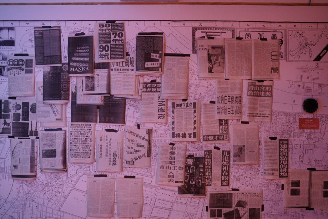 廟宇展區貼滿地方故事。 圖/沈佩臻攝影