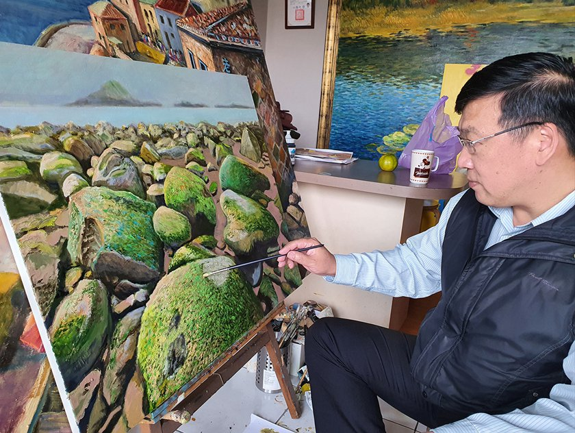 畫家曹松清創作油畫作品,個人成長歷程刻痕豐富島嶼色彩。 臺華藝術中心/提供