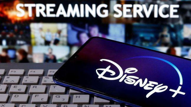 使用Disney+、Netflix和Amazon Prime等影音串流隨選服務播...