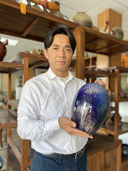 陶藝家李仁燿作品獲選為「台灣世界網球爭霸賽」冠軍獎盃。 大湖草莓文化館/提供