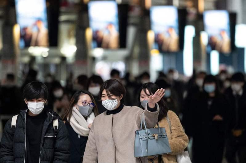 日本政府對部分不配合地方政府防疫的患者,有意修正傳染病法增訂罰則,並在專家會議上尋求專家意見,預計本會期提案,希望朝野政黨盡速商議,早日完成修法。 法新社