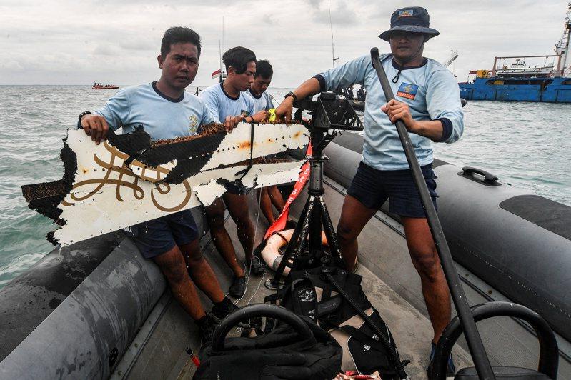印尼三佛齊航空(Sriwijaya)一架搭載62人的客機數日前墜海,調查人員今天表示,他們已成功取得機上飛航資料紀錄器(俗稱黑盒子)資料。 路透社