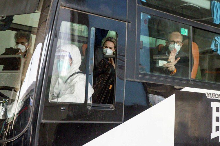 世衛組織專家昨抵達武漢,展開對新冠肺炎病毒溯源工作。(路透)