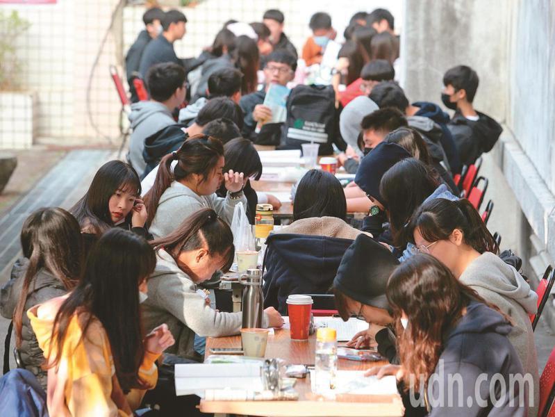12.8萬人報名的大學學測,將於22、23日登場。本報資料照片