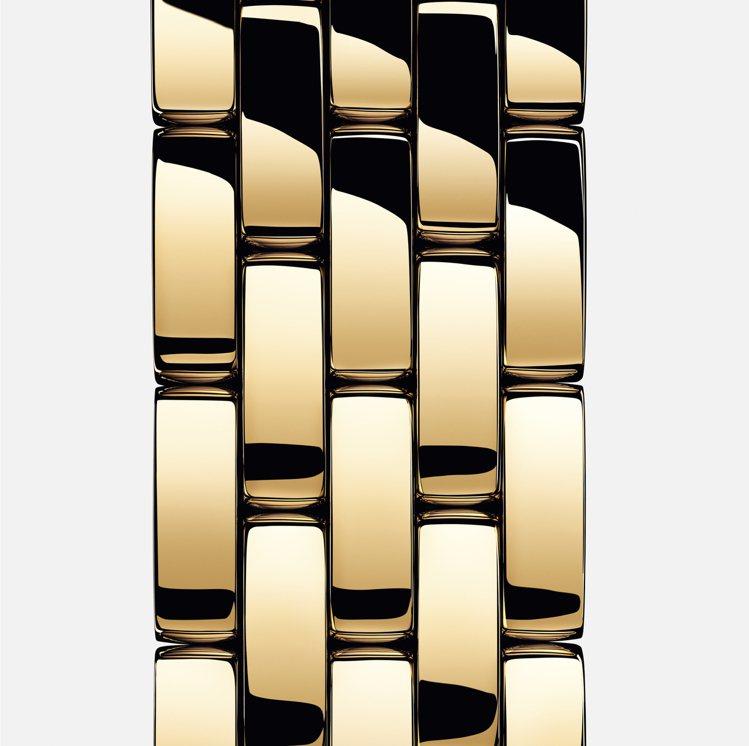Panthère美洲豹珠寶腕表的線條簡約而不失柔美,「美洲豹」一名取自腕表表鍊...