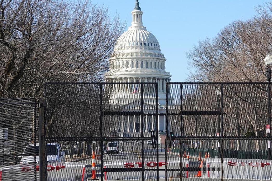 國會周圍封路、架攔網。華盛頓記者張文馨/攝影