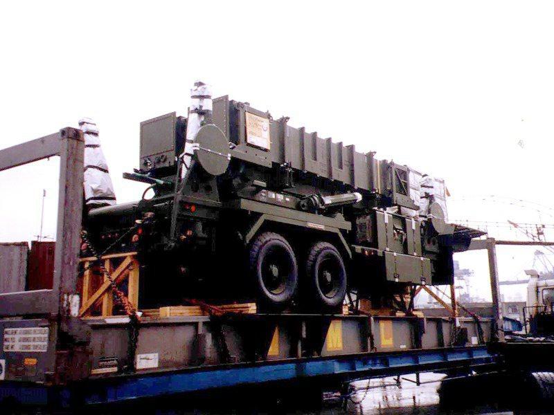愛國者飛彈發射車運抵基隆港。 圖/聯合報系資料照片