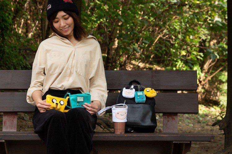 清心福全x探險活寶造型環保提袋及公仔吊飾。圖/清心福全提供