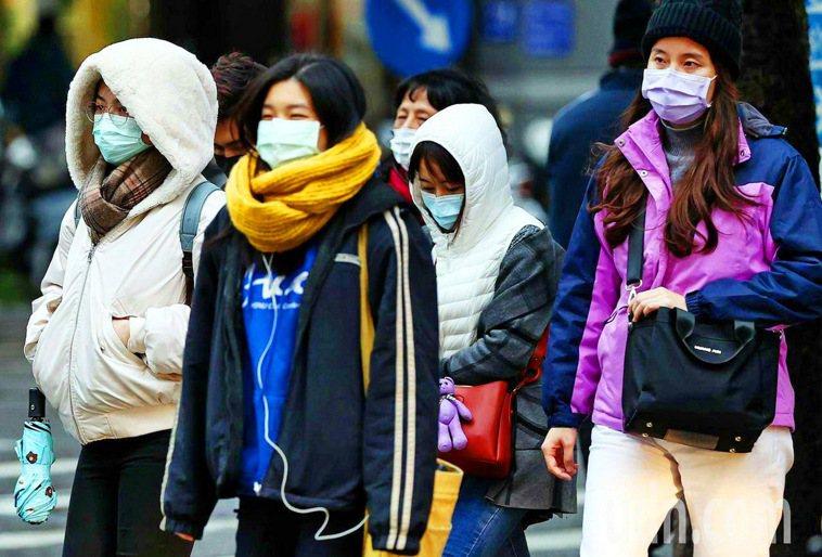 天冷時比天氣溫暖中風和心臟疾病發生率高,專家提醒民眾務必戒菸並做好保暖。圖/本報...