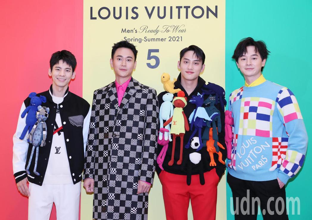 藝人林柏宏(左起)、劉冠廷、范少勳、張軒睿展示LV最新春夏男裝。記者許正宏/攝影