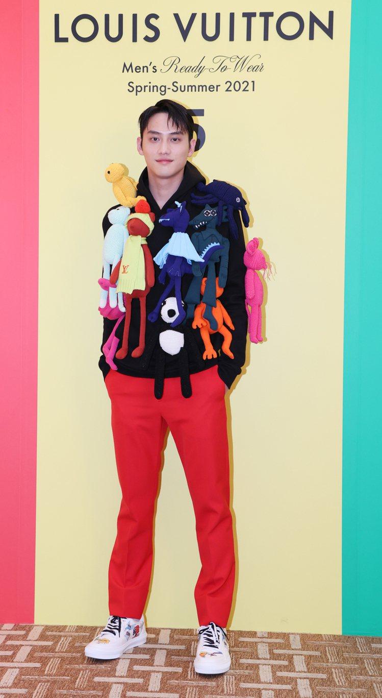 范少勳詮釋Puppet連帽上衣25萬元、窄管長褲31,400元、LV Ollie...