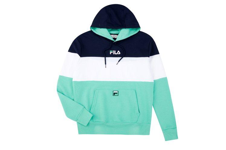 FILA連帽撞色上衣2,480元。圖/FILA提供