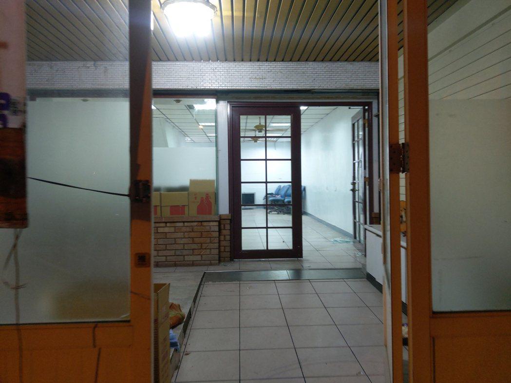 宜蘭武荖坑附近一棟民宅,被販毒集團做為毒品分裝廠,警調目前搜索工作仍在進行。記者...