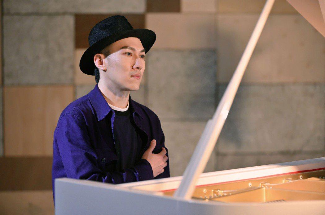 魚丁糸龔鈺祺(阿龔)去年推出首張專輯,為新歌拍攝MV先為「雙手」作體操訓練。圖/...