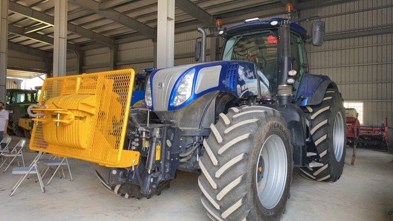 農委會農糧署去年編列16億元補助農民購買農機,協助農民申請的「農業機械耕作服務協會」卻被爆出強制抽取10%補助款。圖為農機示意圖。圖/新營區公所提供
