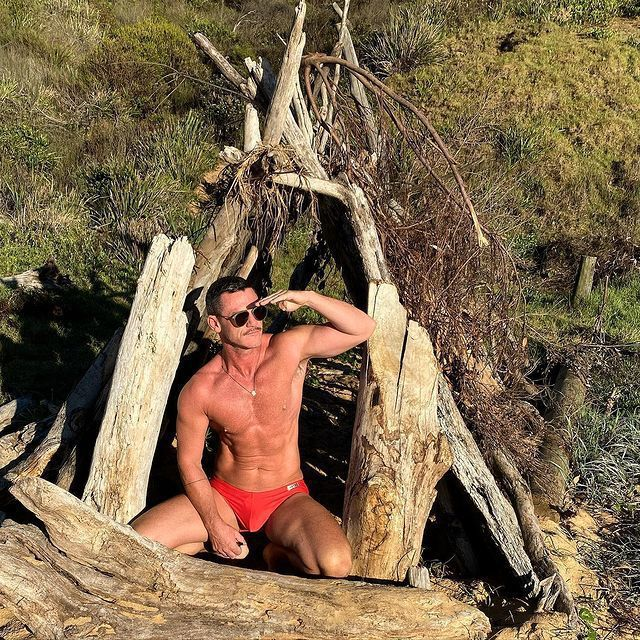 路克伊凡斯發布自己在海灘的清涼新照。圖/摘自Instagram