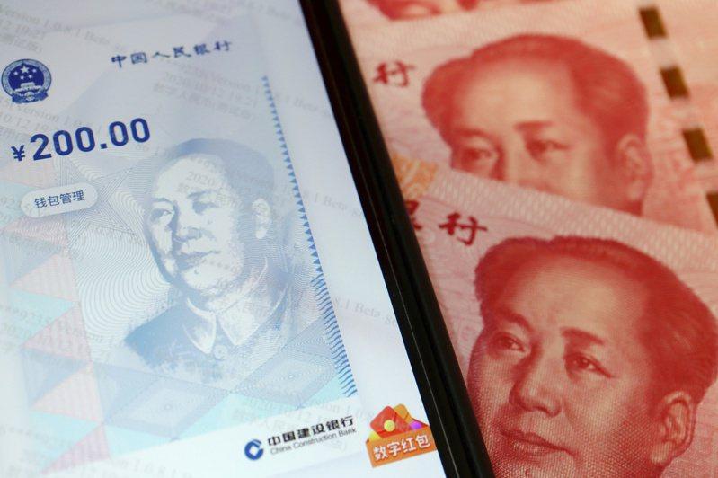 大陸多家國有大型銀行在深圳推出數位人民幣個人錢包開立申請服務。  (路透)