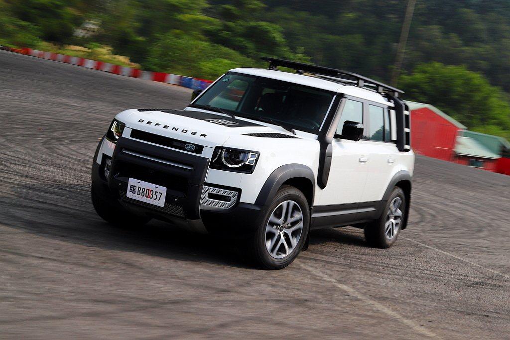 經過越野體驗後,接下來仔細端倪新世代Land Rover Defender的配備...