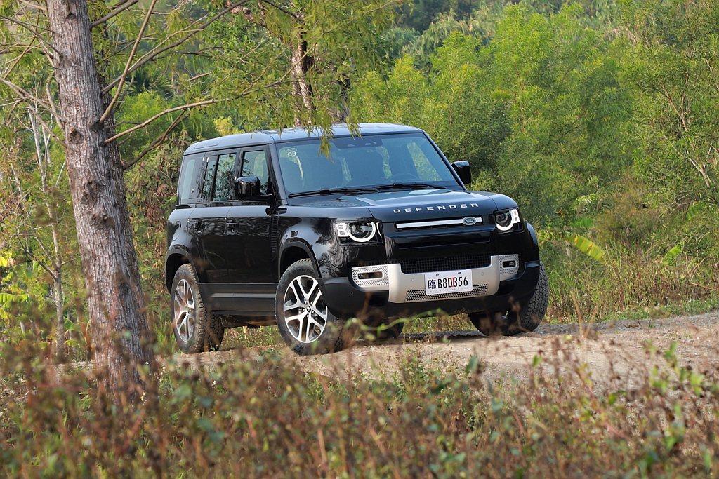新世代Land Rover Defender當然也具備遠端控制技術,透過Remo...