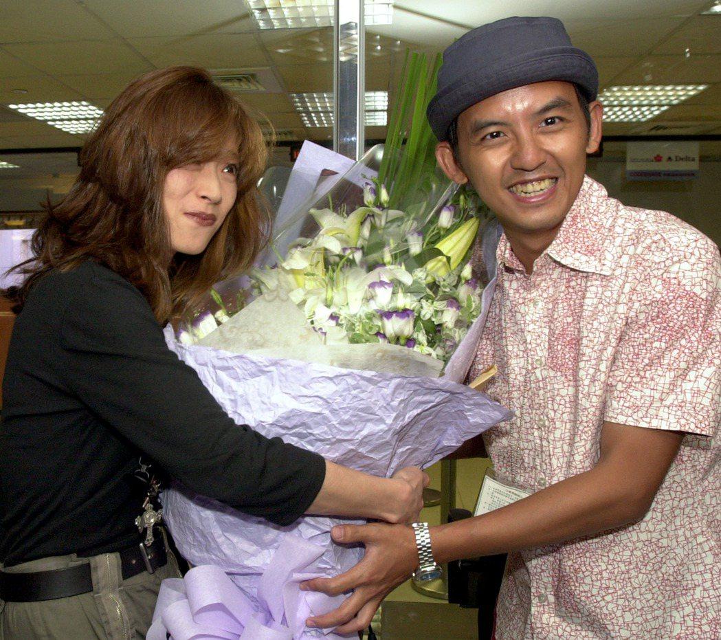 中森明菜曾於2003年來過台灣,當時還由黃子佼接機獻花。圖/報系資料照