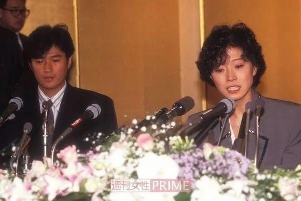 近藤真彥和中森明菜當年在記者會呈現兩樣情。圖/摘自週刊女性