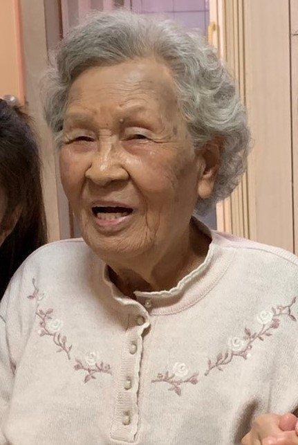 扁媽陳李慎前年3月在台南官田老家露面時,氣色還相當不錯。本報資料照片/記者吳淑玲/攝影