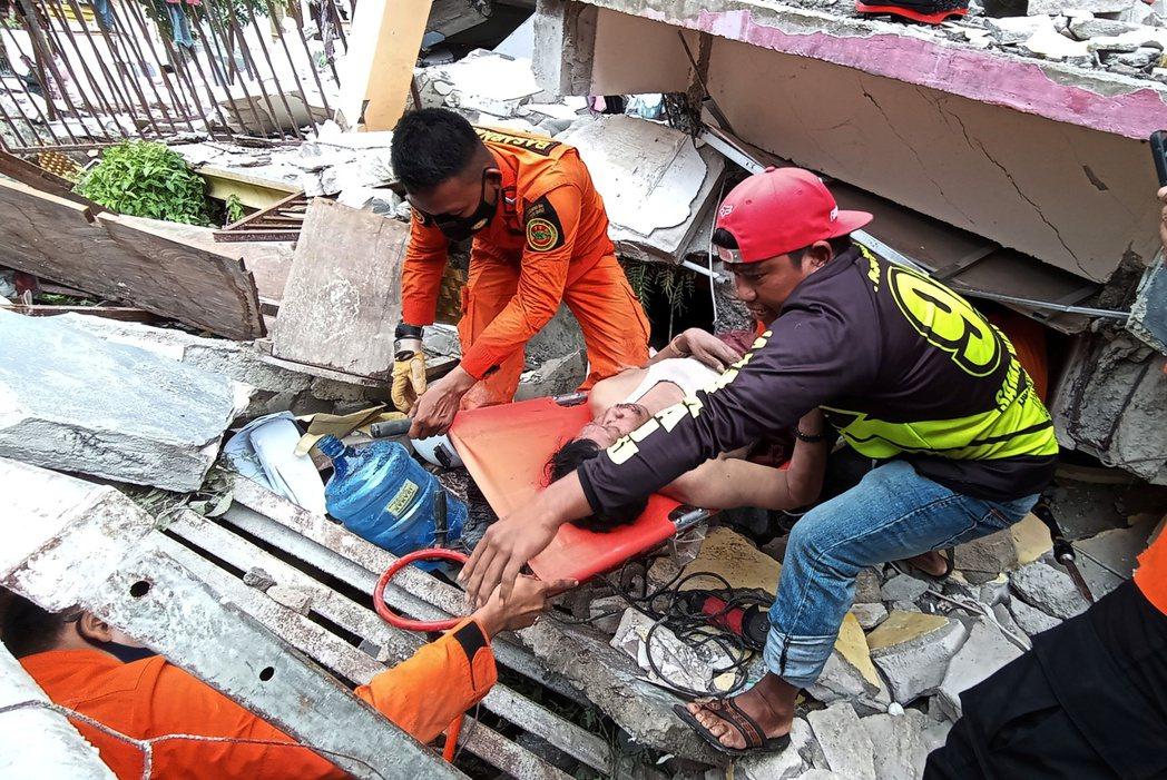 印尼6.2強震造成數百人受傷。路透